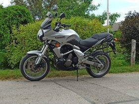 Motorrad gepflegt, wenig gefahren und frisch vom Service