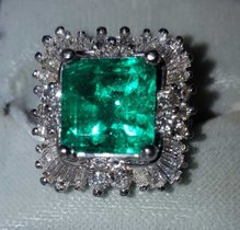 Damenring mit columbianischen Smaragd, Diamanten und Brillanten